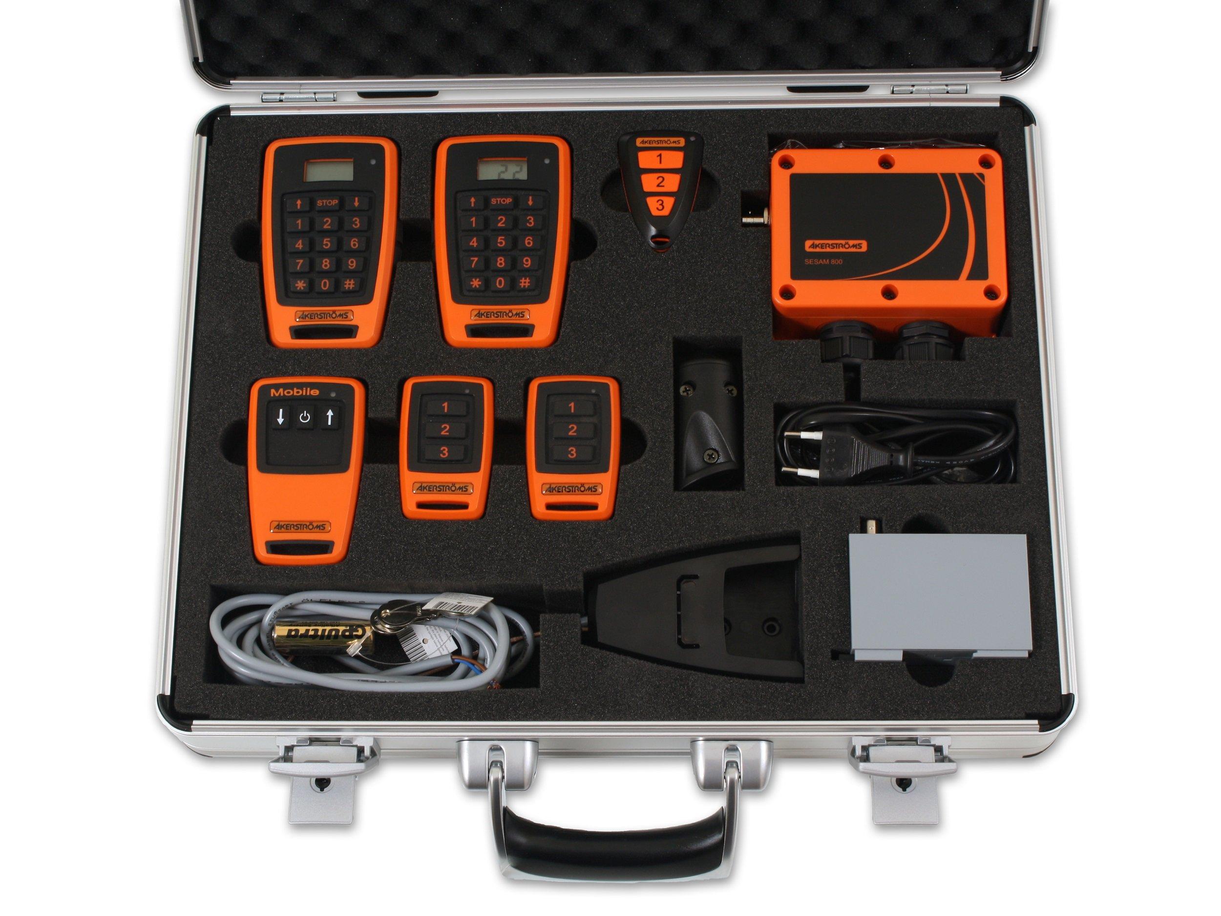 Alukoffer mit Geräten